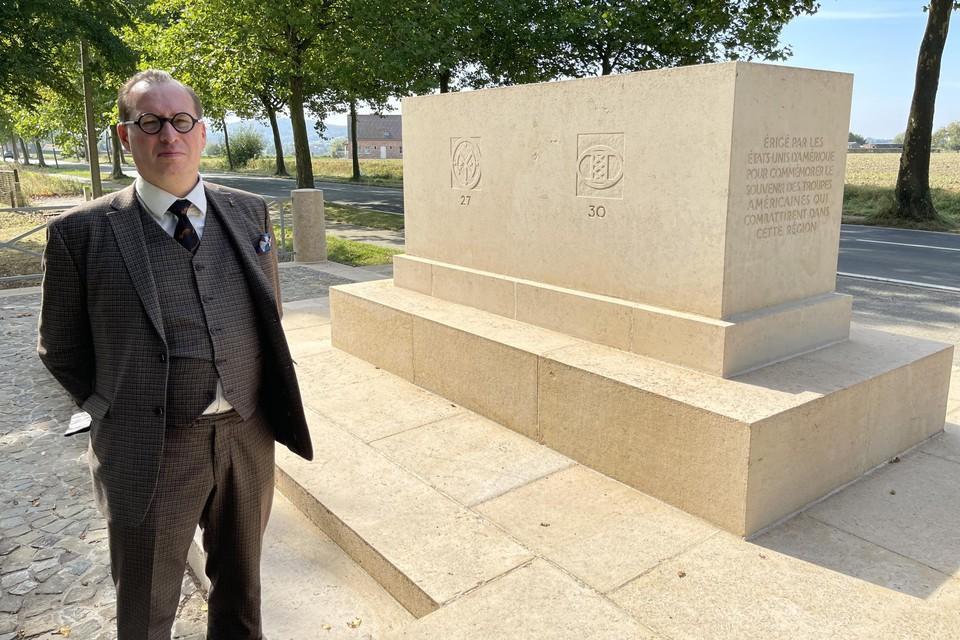 Dominiek Dendooven, wetenschappelijk medewerker aan het IFFM, bij het Amerikaans gedenkteken aan de Kemmelseweg in Heuvelland.