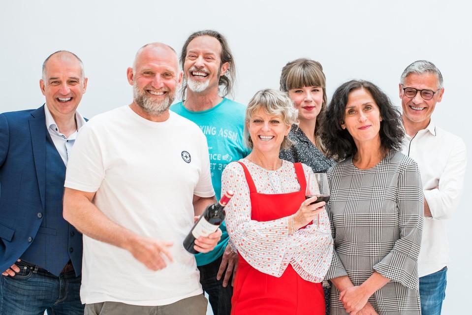 Jan Van Looveren (tweede van links) samen met onder meer actrice Monika Van Lierde (tweede van rechts).
