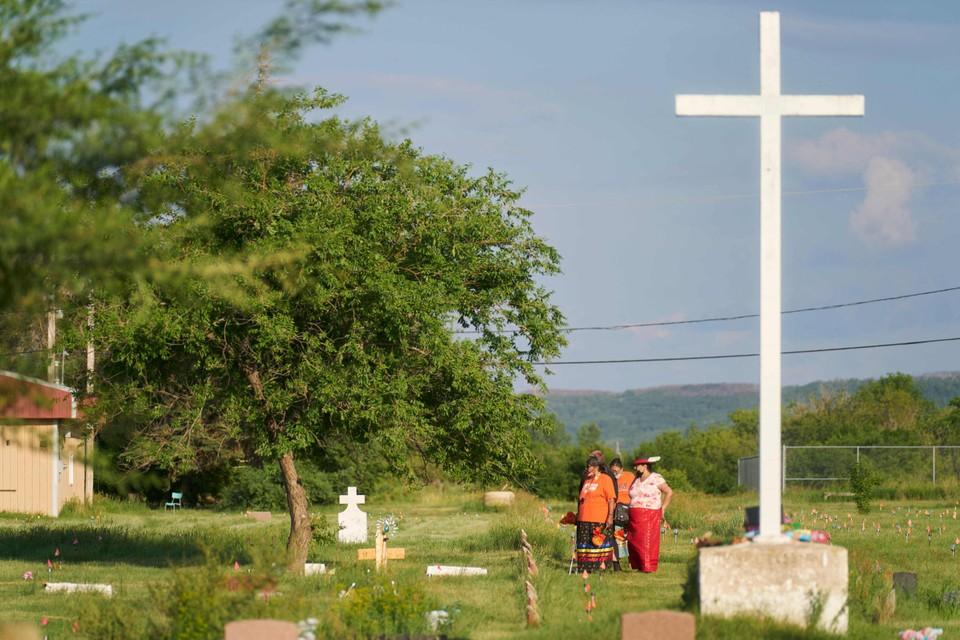 Er werden in Canada verschillende anonieme graven gevonden nabij voormalige internaten voor inheemse kinderen.