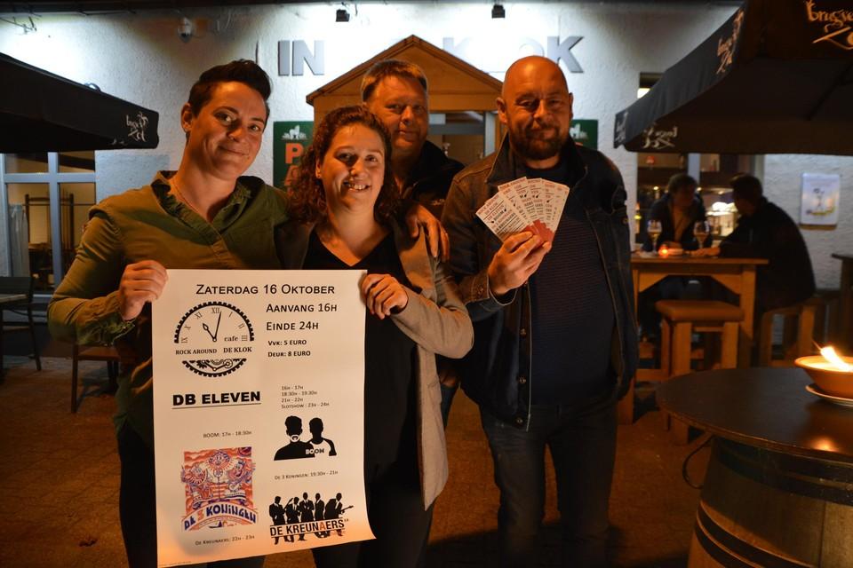 Valerie en Kim van café In de Klok en frituur 't Pleintje, met Nico Van Olmen en Andrew O'Leary voor café In de Klok.