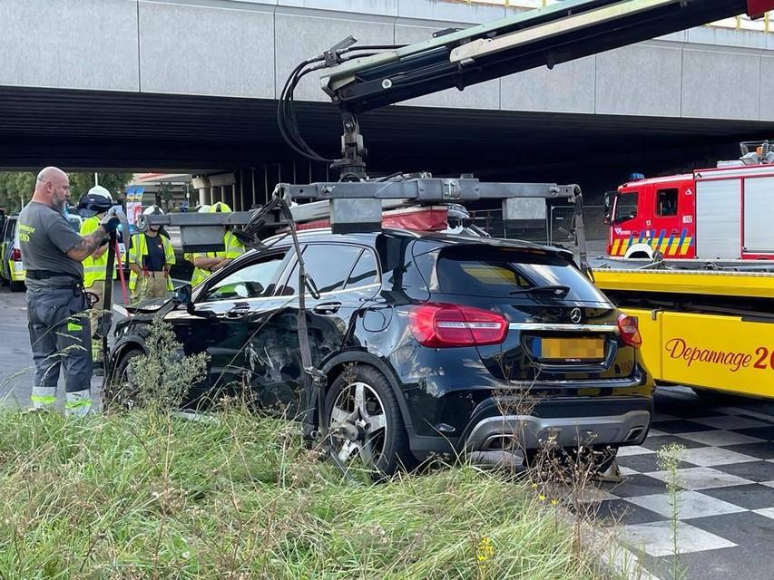 De bestuurder van de zwarte Mercedes met Nederlandse nummerplaat is ter plaatse gearresteerd.