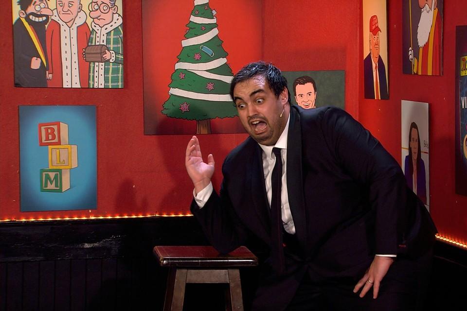 De tweede eindejaarsconference van Kamal Kharmach werd door iets meer dan een miljoen kijkers bekeken. Woensdag kondigde de comedian aan dat hij ook 2021 zal fileren.