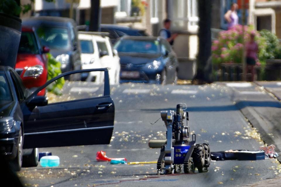 Het Iraans-Belgische koppel werd in het Brusselse gearresteerd met 550 gram TATP in de koffer. De robot van Dovo raakte beschadigd bij een poging om de explosieven onschadelijk te maken.