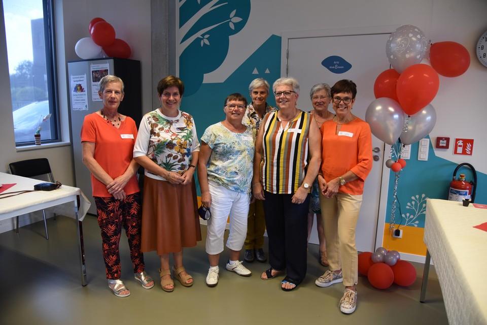 De vrijwilligers van Wiegwijs vieren het 25-jarige jubileum.
