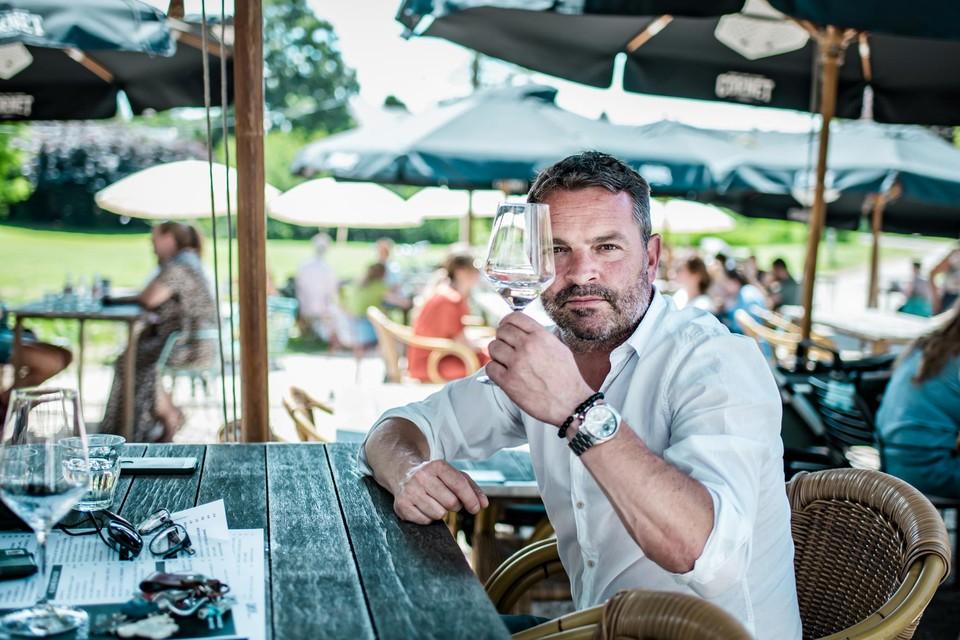 """Van den Hoof: """"Onlangs werd ik emotioneel toen ik hier op het terras zat met vrienden. Ik werd compleet overmand door een gevoel van vrijheid."""""""