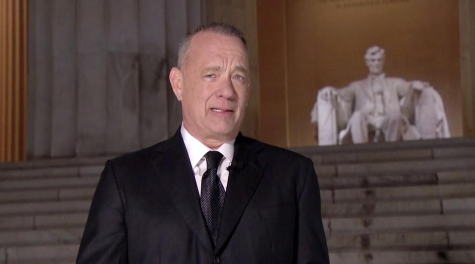 Gastheer Tom Hanks.