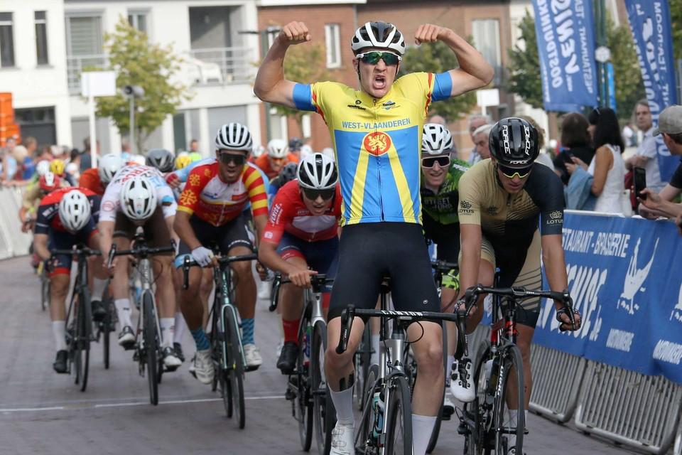 Milan Kuypers won de slotrit in Pittem voor Mihajlo Stolic en Jelle Harteel, die de rode bergtrui mee naar huis mocht nemen.