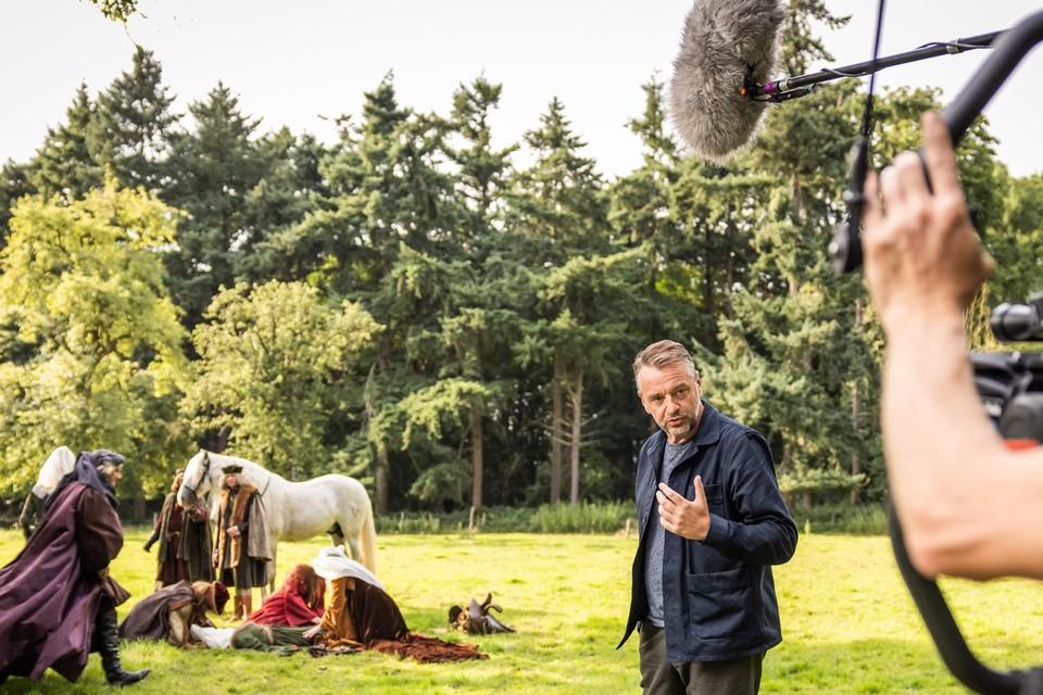 In 'Het verhaal van Vlaanderen' maakt Tom Waes verschillende reizen door de tijd.