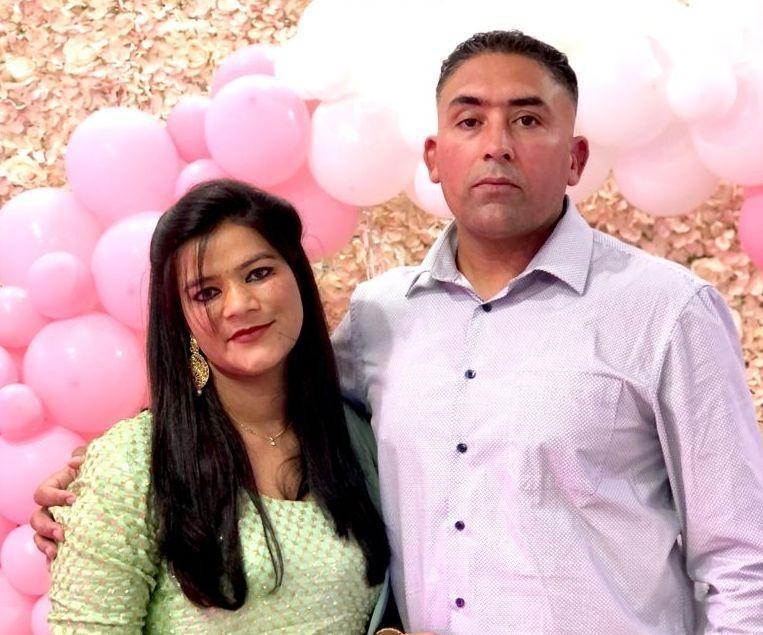 Singh Prabjit en zijn vrouw Kaur Manpreet ontvangen de gasten.