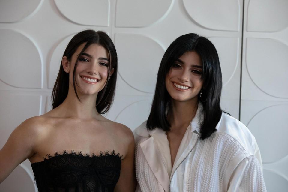Charli (links) en Dixie D'Amelio (rechts), de heersers van Tiktok. Samen zijn de zussen goed voor meer dan 170 miljoen volgers.