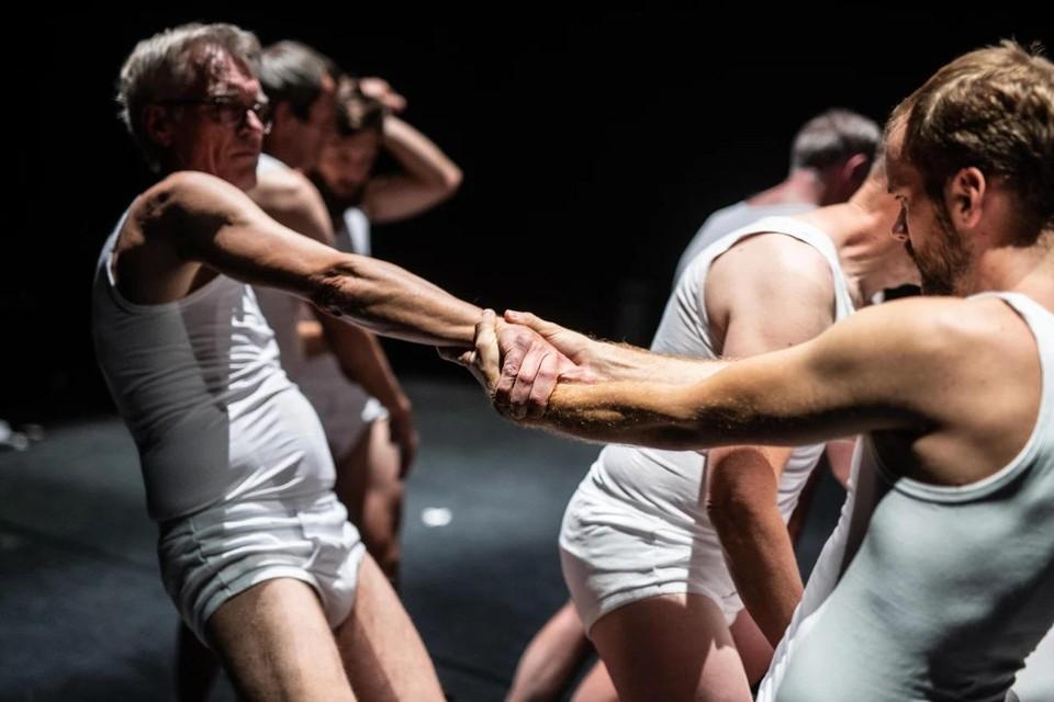 Vier vader-zoon duo's ontdekken door te dansen welke band ze met elkaar hebben.