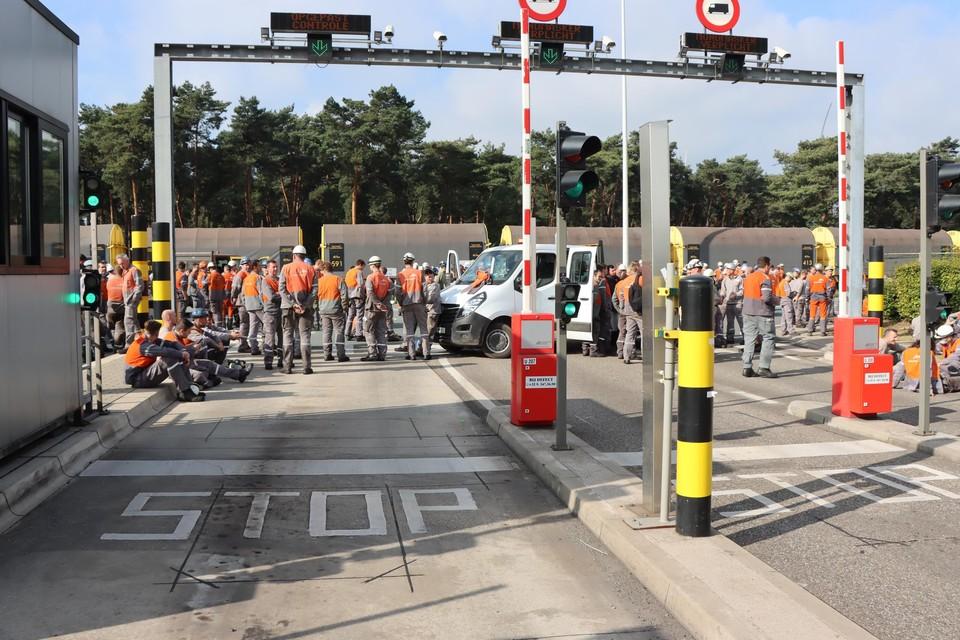 Enkele honderden werknemers voerden donderdag voor de tweede dag op rij actie aan de poorten van ArcelorMittal.