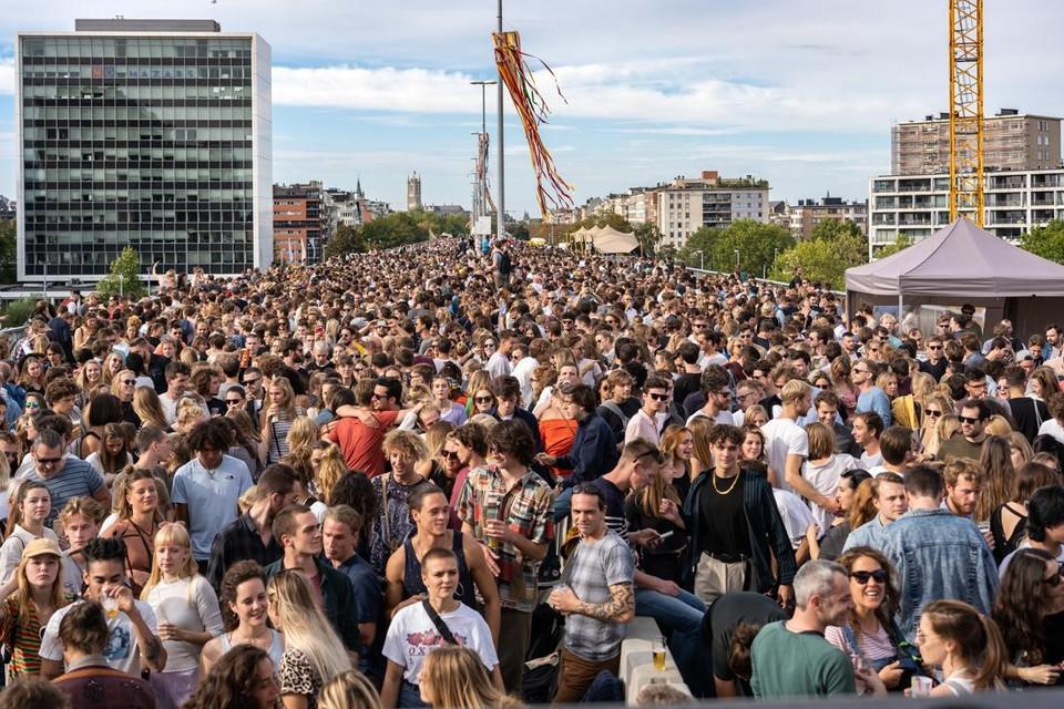 Een rave met duizenden mensen, zoals in 2018, zit er dit jaar niet in. Het moet wat kleinschaliger.