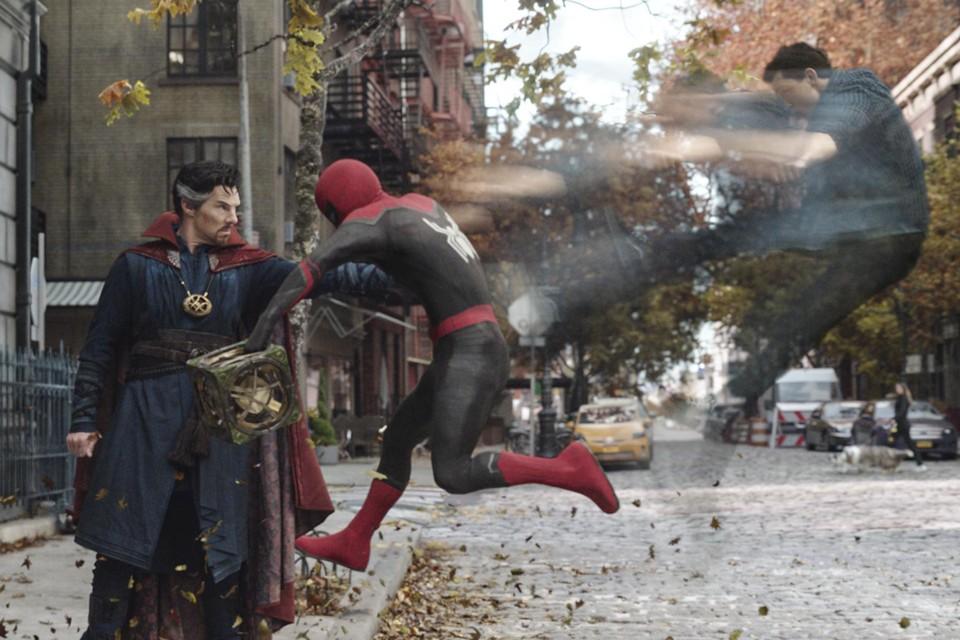 Marvel plaatste – nadat een versie al uitlekte op internet – de trailer voor online, waarin superhelden Spider-Man en Doctor Strange moeten samenwerken.