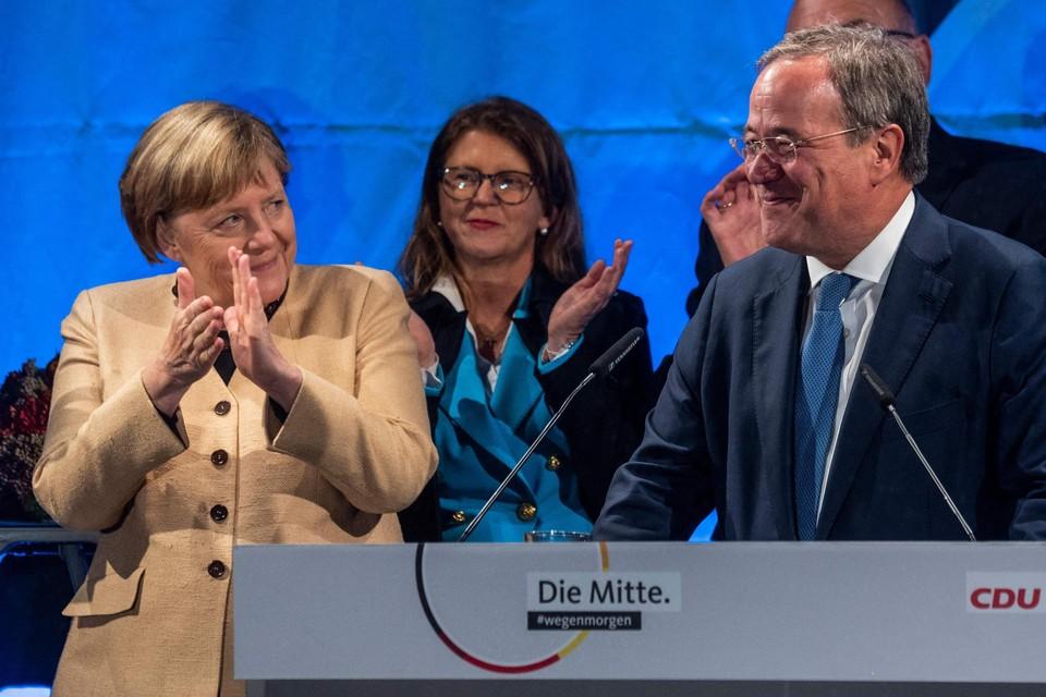 Merkel kwam Laschet woensdagavond steunen in Stralsund en zal er zaterdag in Aken ook zijn. Het maakt duidelijk dat de partij denkt dat hij op zijn eentje de achterstand niet meer kan goedmaken.