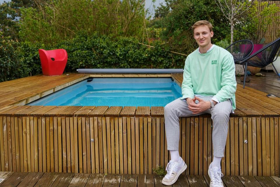 Gents student-ondernemer van het jaar Sim Vanlangenhove is dokter in spe, maar verkoopt ook bouwpakketten om zelf een zwembad in uw tuin te zetten