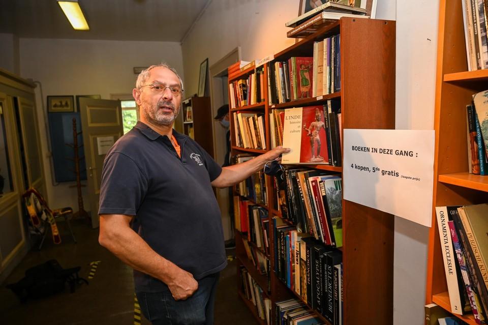 """Jean-Luc ui Nijvel heeft al meer dan 4.000 boeken omtrent etnische kunst, maar """"er kan nog altijd wel eentje bij."""""""
