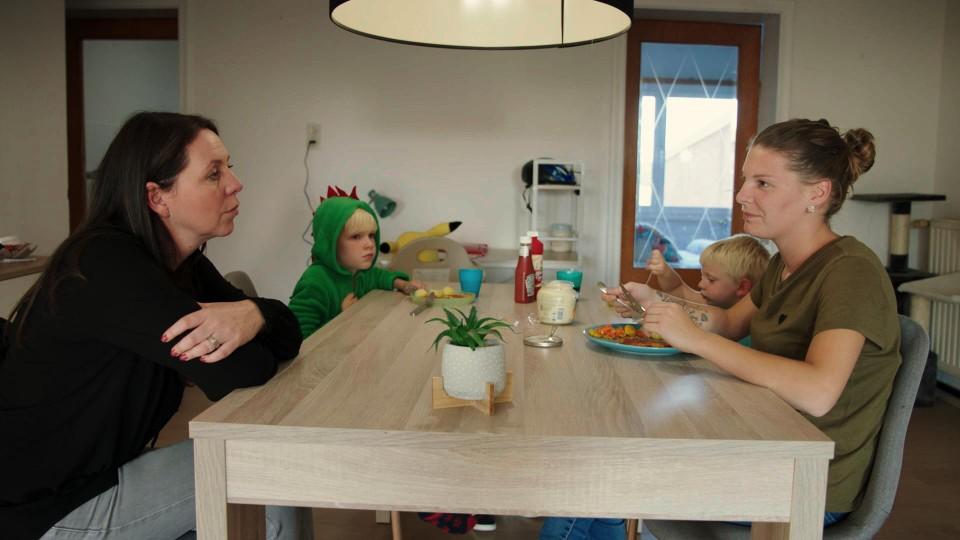 Kristel op bezoek bij Ellen en de kinderen.