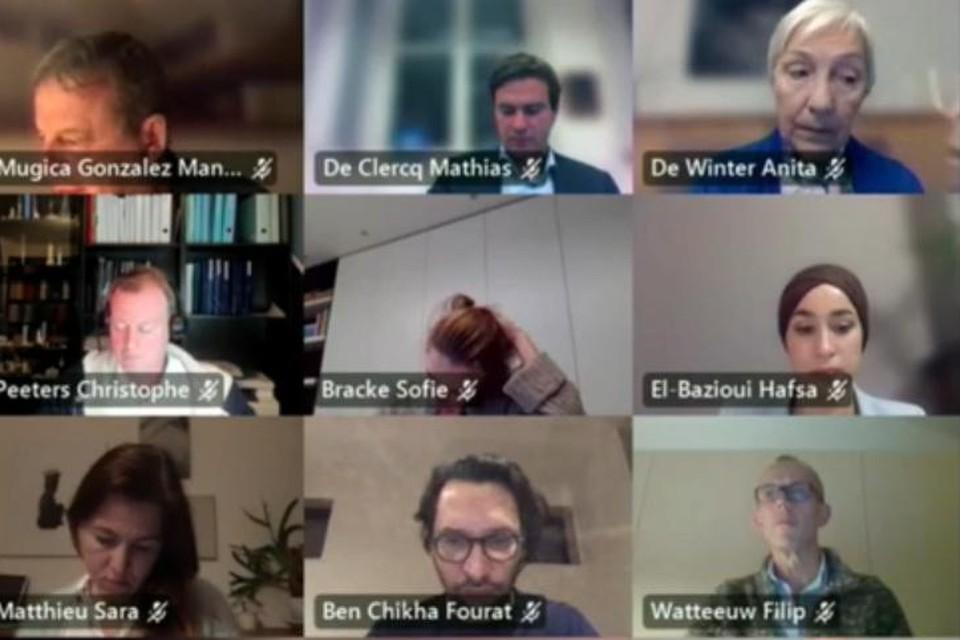 In een digitale gemeenteraad werd maandag uitvoerig gedebatteerd over een nieuwe personeelsrichtlijn. Onderhoudend, dat zeker.