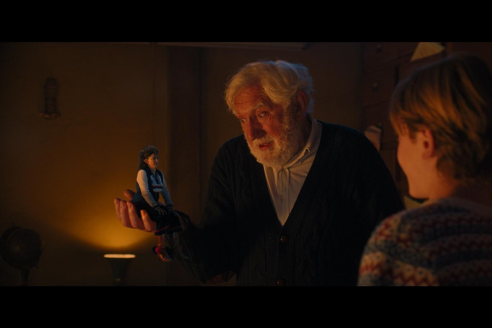 Jan Decleir speelt de Kerstman in , en doet dat grandioos.