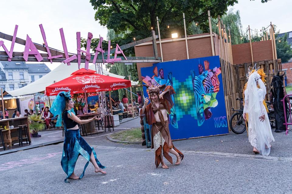 Een van de performances op Wallhala is The Urban Tribe Tempel van Wendy Brugman.