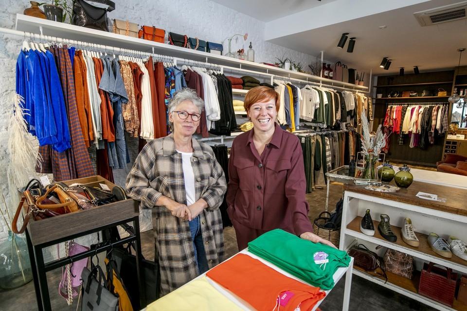 Brigitte Buelens en Karen Teugels vieren hun vijfjarig bestaan in boetiek Poulain Carmin