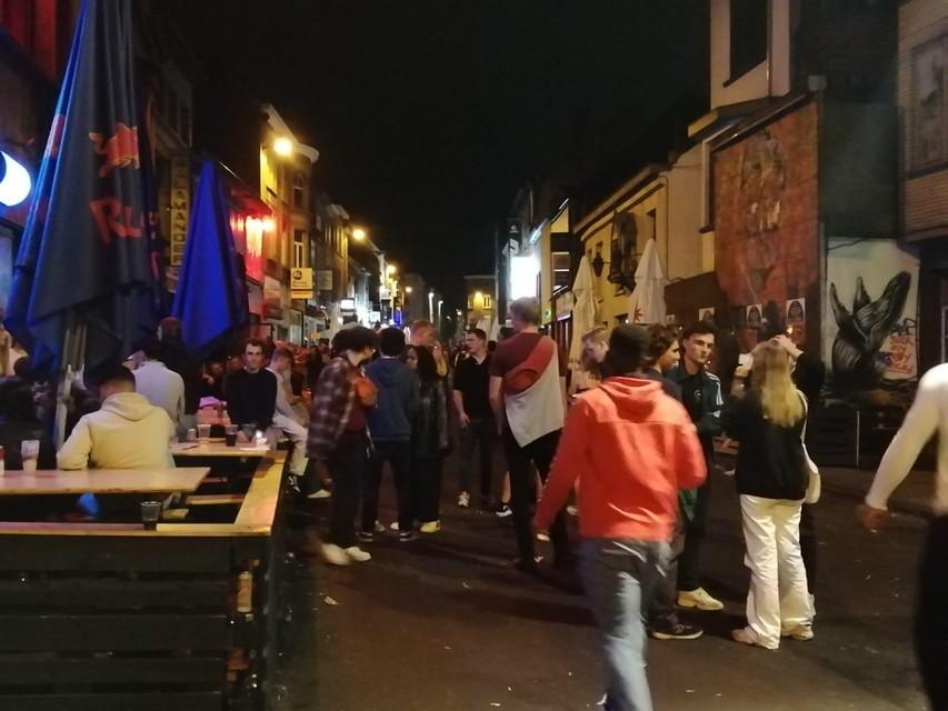 Het was druk in de Gentse Overpoortstraat vrijdagnacht