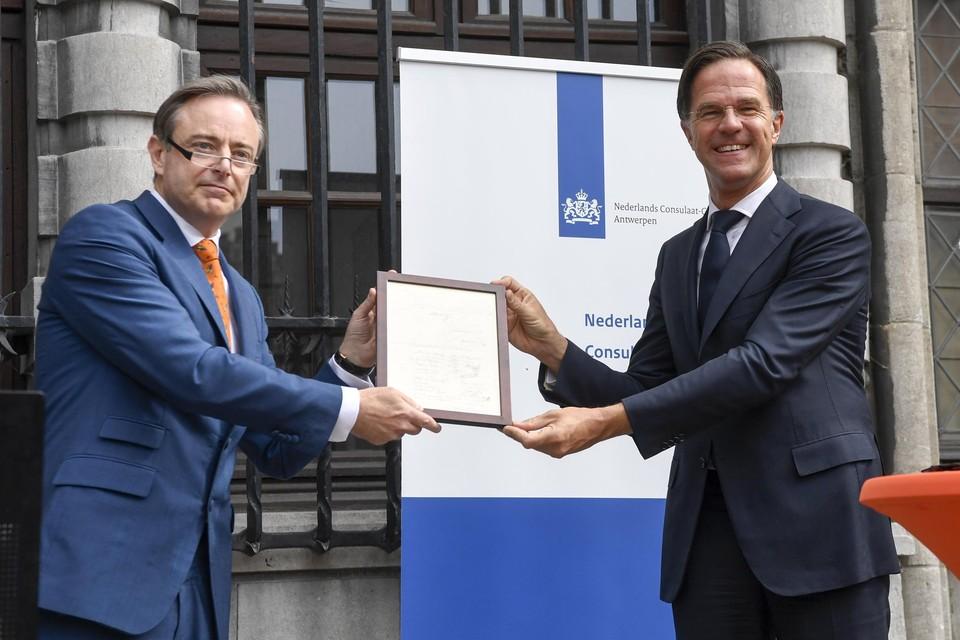 De Wever pleitte tijdens een bezoek van Nederlands minister-president Mark Rutte voor een hereniging.