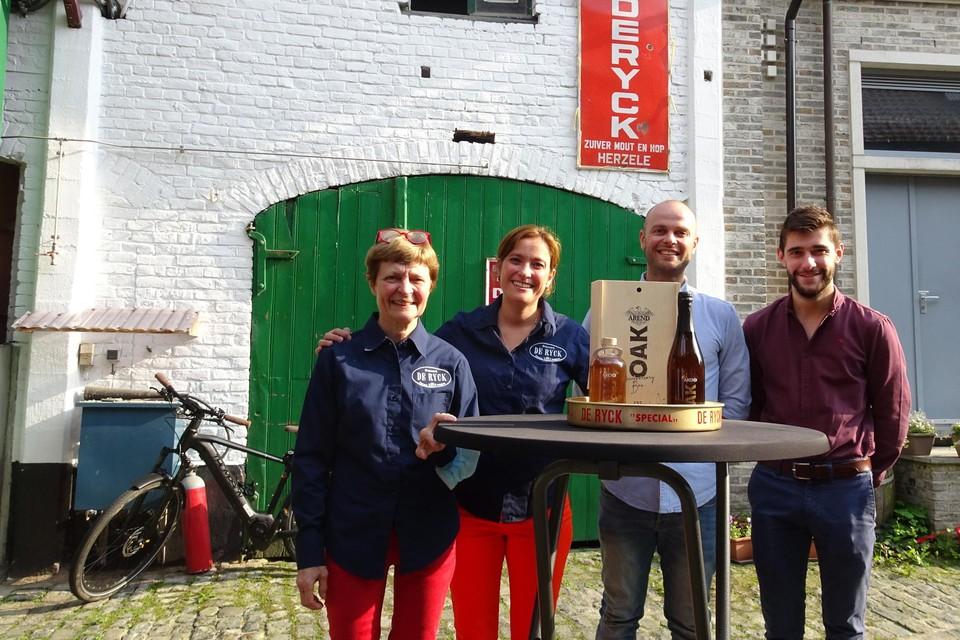 Anne De Ryck, Miek en Bram De Ryck en Victor De Rammelaere vormen samen de vierde en vijfde generatie bierbrouwers in Herzele.