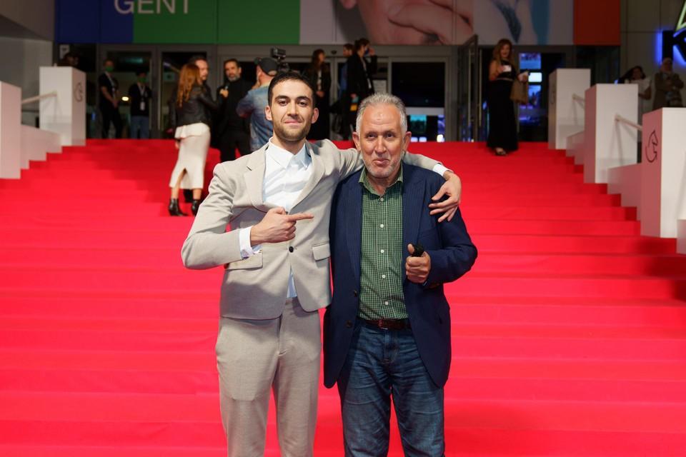 Acteur Yassine Ouaich met zijn vader, die speciaal was overgekomen uit Marokko.
