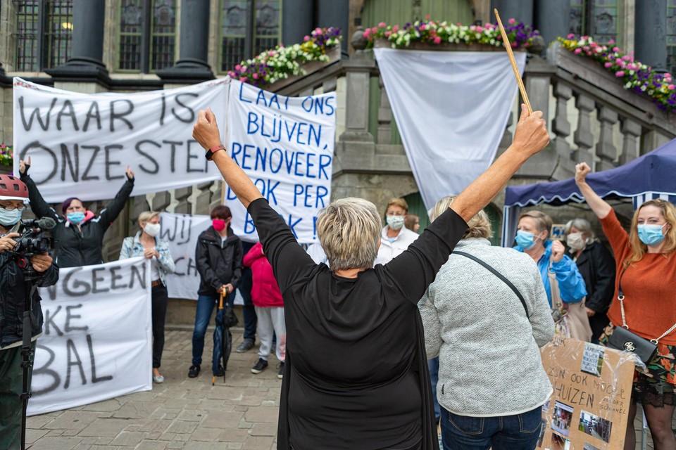 Buurtbewoners tijdens een eerdere protestactie voor het behoud van de Bernadettewijk.