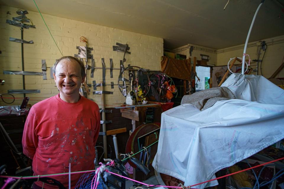 """Hendrik met zijn nieuwste kunstproject: """"Alles is kunst voor mij"""""""