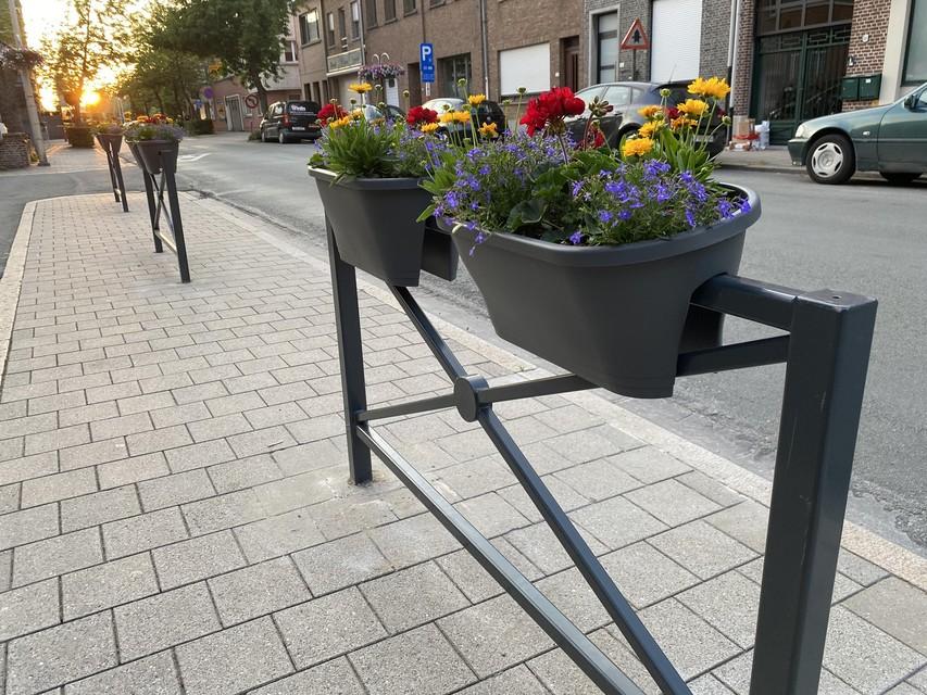 'Hangbloembakken' in de Kardinaal Cardijnstraat