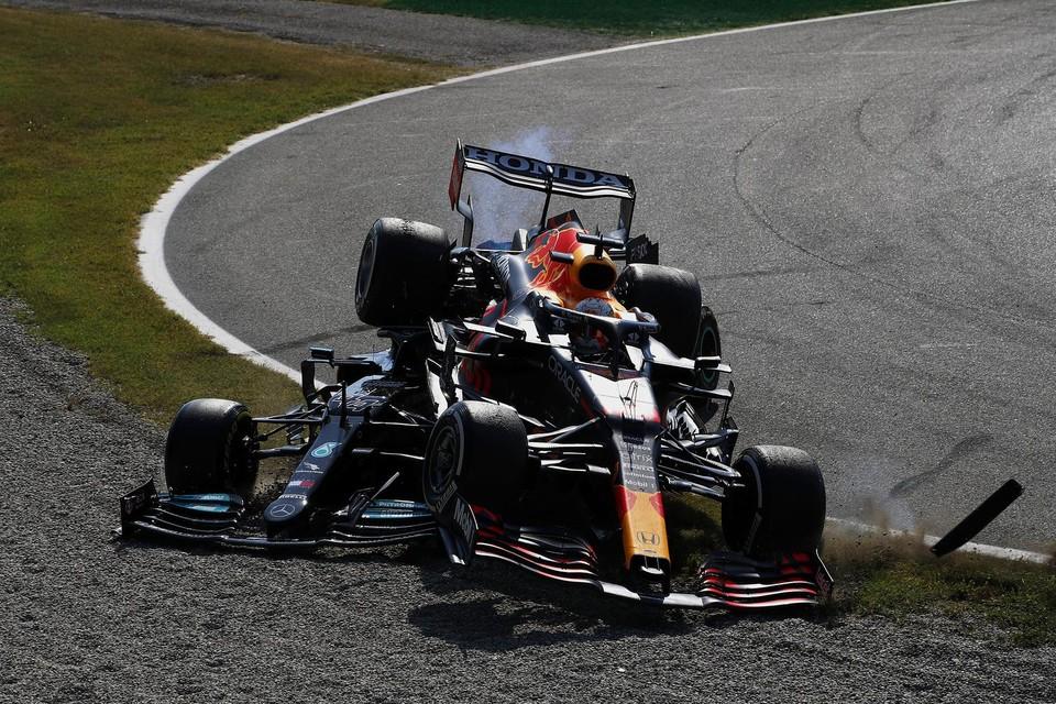 Lewis Hamilton en Max Verstappen crashen tijdens de GP van Italië