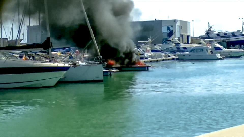 De ontplofte boot in Spanje.