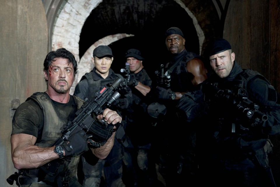 Sylvester Stallone en zijn 'expendables': hij en Jason Statham (uiterst rechts) keren alvast terug in deel 4.