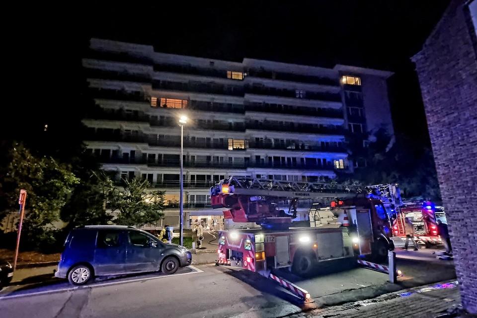 De brandweer kon vermijden dat het vuur naar de eigenlijke flat oversloeg