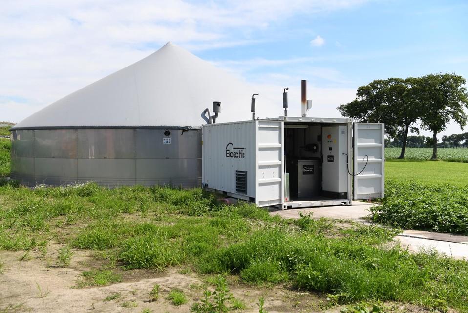 De biogasinstallatie waar vanuit koeienmest energie wordt opgewerkt.