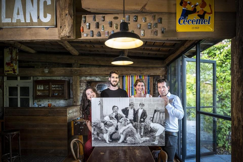 """""""De naam De Borgerij is een samensmelting van het woord 'boerderij' en de familienaam 'Borgers'. Zo heetten mijn moeder en haar broers die hier woonden"""", zegt Bert, die zelf als klein ventje rechts op de foto staat. Met zoon Sander (25) en vriendin Maité (23) geniet ook de volgende generatie van de hoeve."""