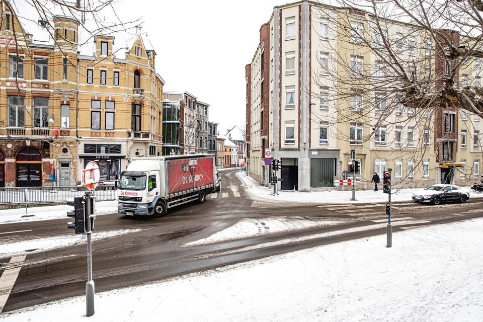Op het kruispunt Stanleystraat met de Boomgaardstraat ontstaat er een natuurlijke middenberm.