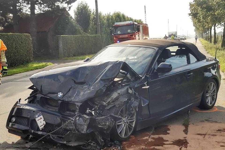 Beide BMW's liepen grote schade op.