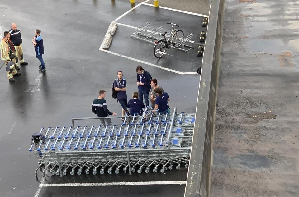 Het nog aanwezige personeel van het Action-filiaal kon zich via de nooduitgang uit de voeten maken