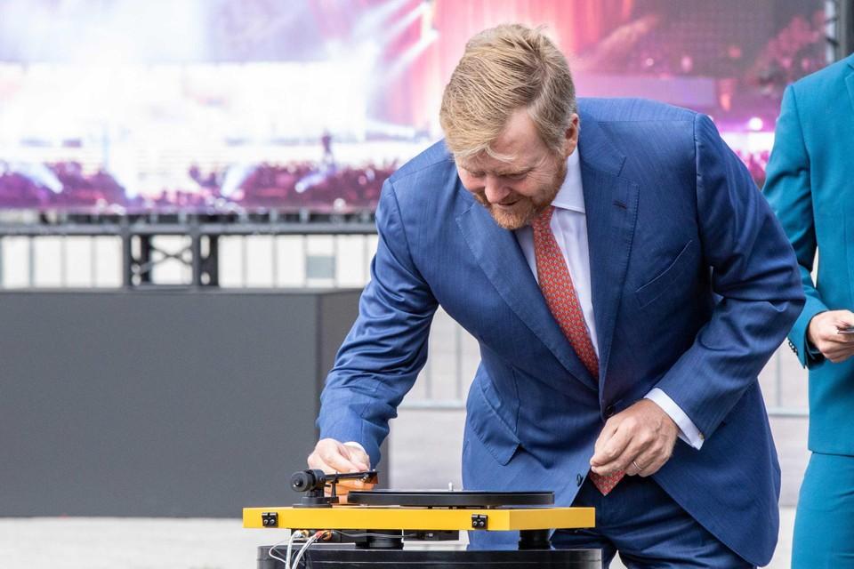 Willem-Alexander aan de draaitafels