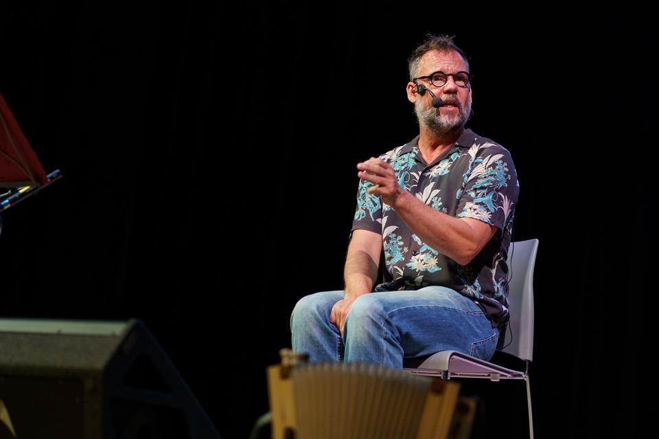 Wim Claeys vertelt anekdotes over het leven als vader van vier dochters.