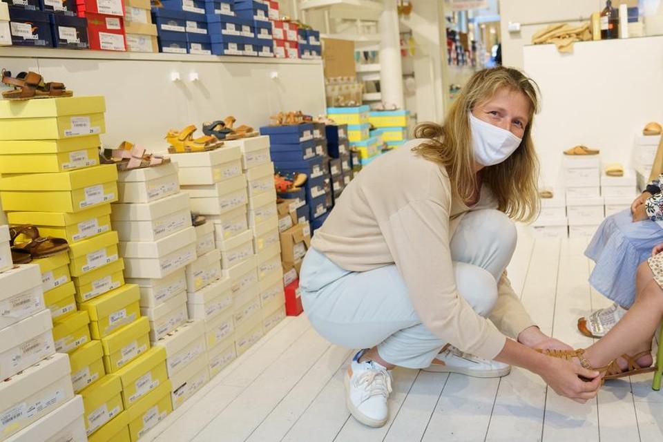 In de kinderschoenenwinkel Aap.Noot.Mies van Wendy De Bruyne doen vooral sneakers het deze zomersolden goed.