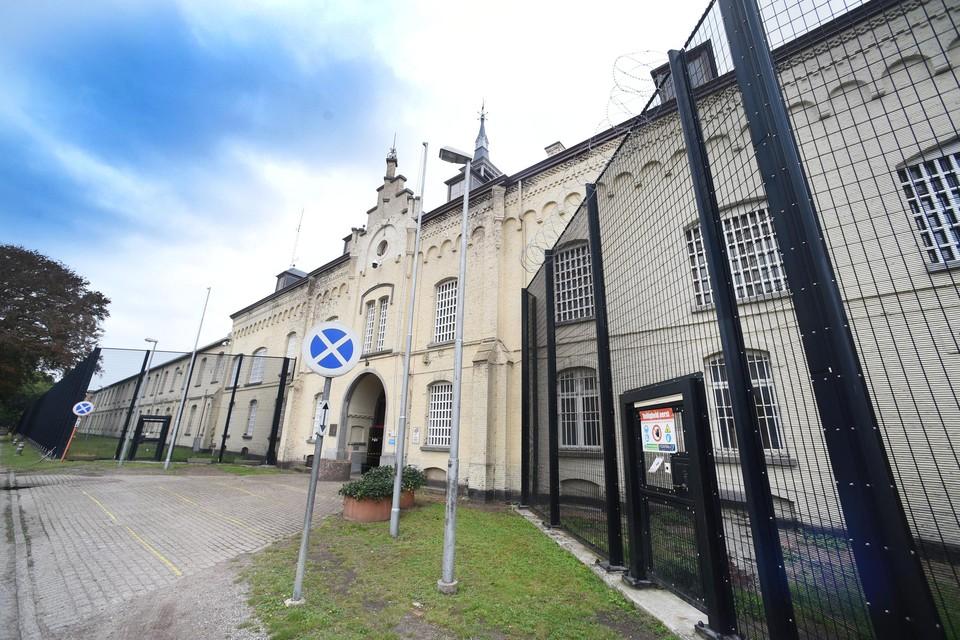 Van Quickenborne is voor kleinschaligere projecten om gedetineerden op te sluiten.