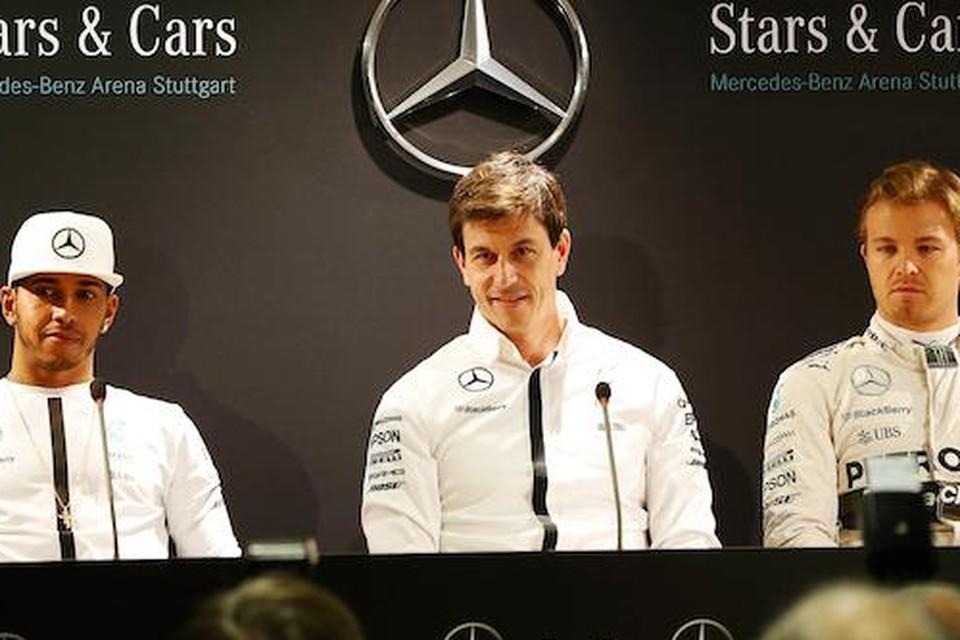 Mercedes-baas Toto Wolff destijds met Lewis Hamilton (links) en Nico Rosberg
