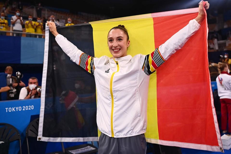 Derwael juicht met de Belgische vlag.