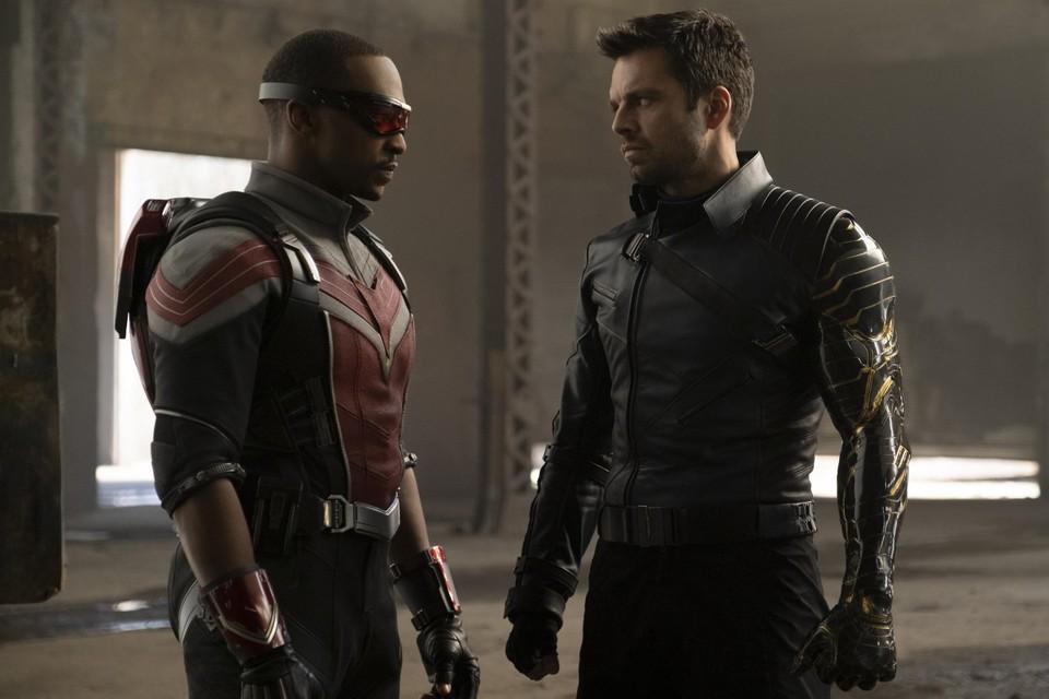 Anthony Mackie (links) en Sebastian Stan (rechts) stappen als 'The falcon and the winter soldier' uit de schaduw van Captain America en Iron Man in een onderhoudende reeks.