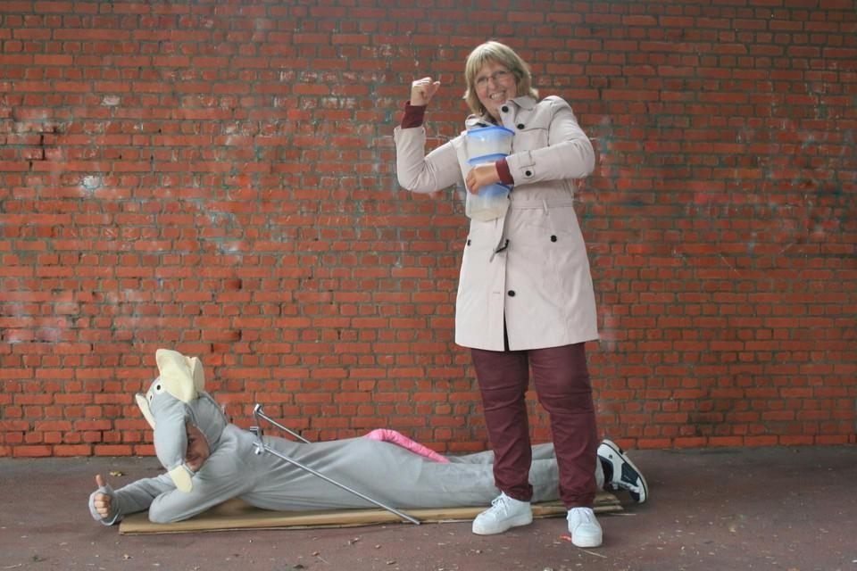 De PVDAkaart de muizenuitbraak al maanden aan met ludieke acties. Er werden al twee keer ongediertebestrijders naar de straat gestuurd.
